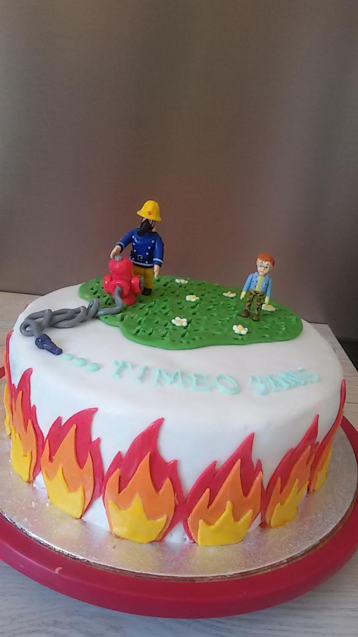 Gateau pompier pate a sucre les recettes les plus - Deco anniversaire pompier ...